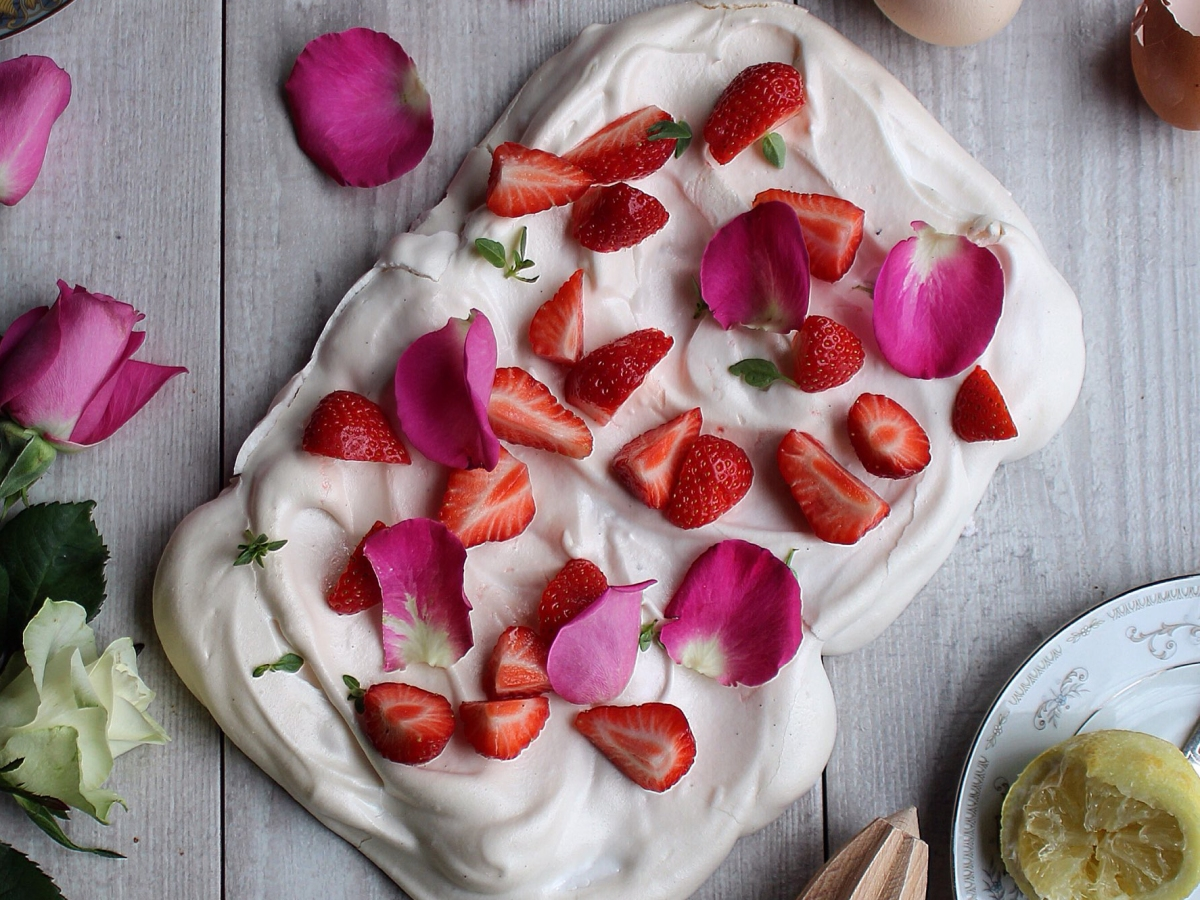 Holy basil and strawberry pavlova - learn about meringue making and the science of meringues on Ink Sugar Spice