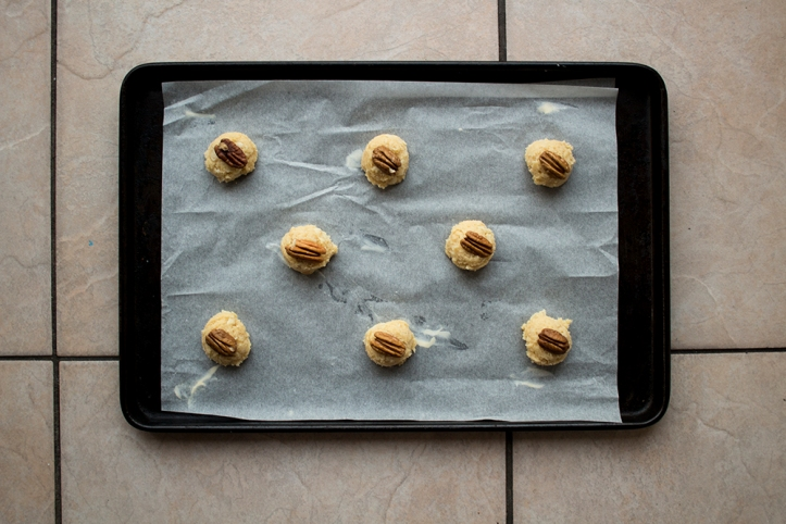 macadamia and pecan biscuits before baking