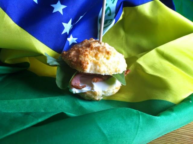 Pao de queijo - Brazillian cheese rolls