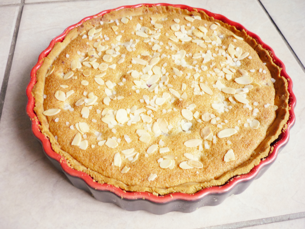 Bakewell tart with blackberries