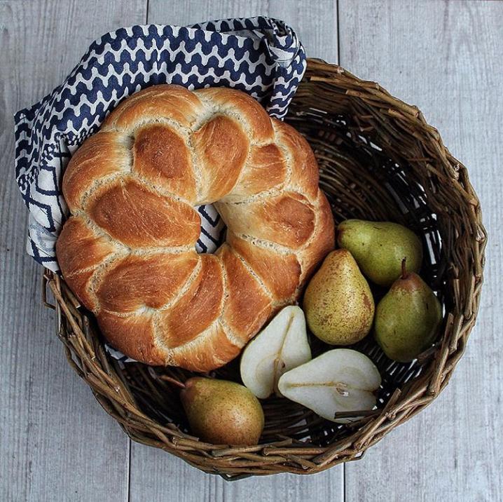 plaited brioche courronne - on bread shapes on www.inksugarspice.wordpress.com