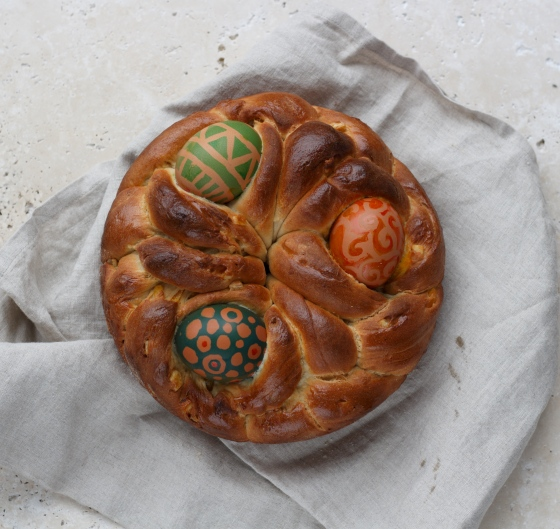pane di Pasqua - Italian Easter bread plus egg colouring - a recipe on Ink Sugar Spice | https://inksugarspice.wordpress.com/2018/03/19/pane-di-pasqua-easter-bread/ #bread #Easter #brioche #baking #craft