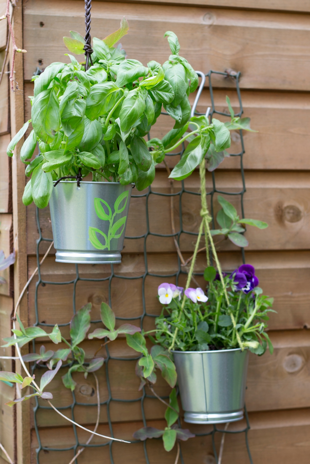 Make a hanging herb planter - Ink Sugar Spice