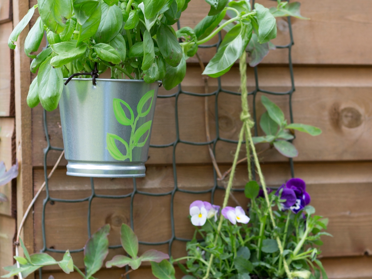 Make a hanging herb planter - Ink Sugar Spice