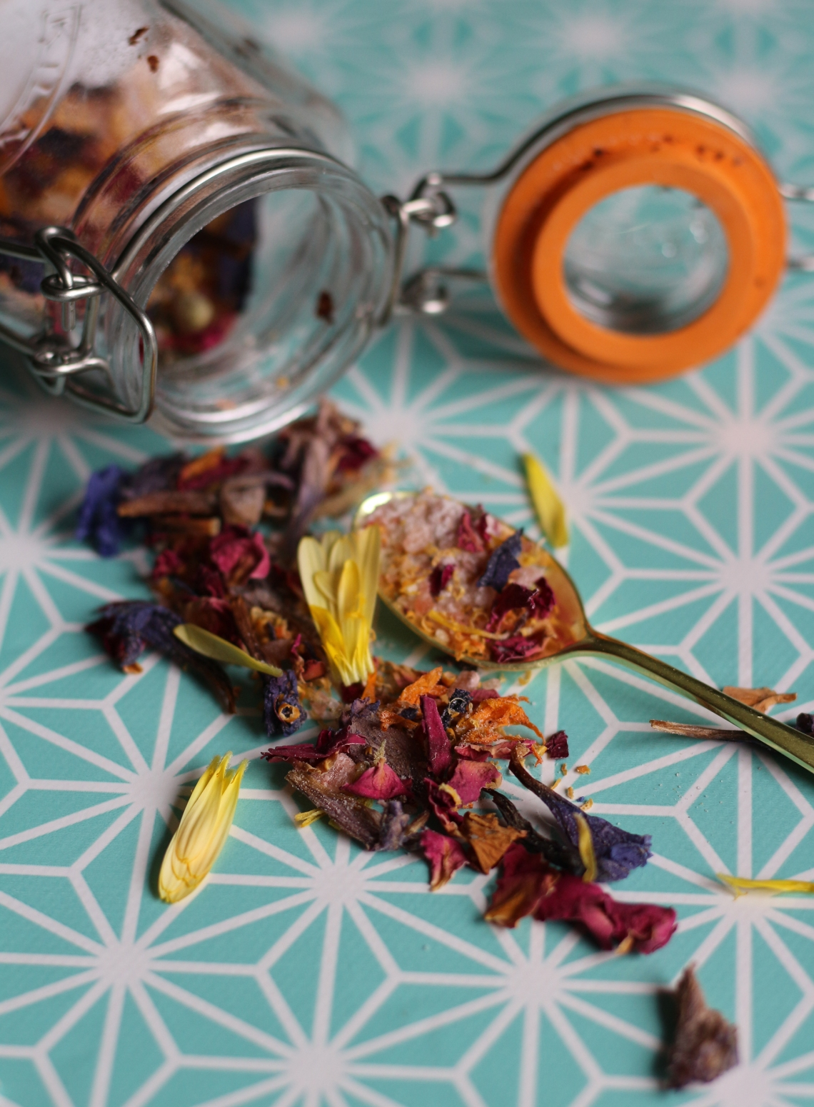 A beautifully pretty and tasty English summer salt mix from Ink Sugar Spice