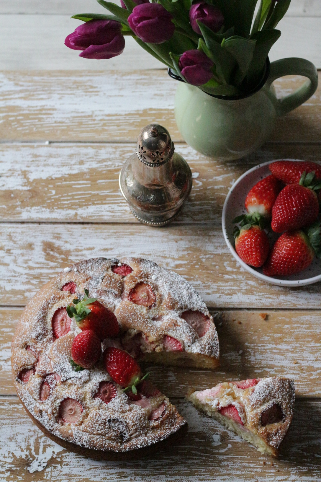 Strawberry yogurt and olive oil cake - - www.inksugarspice.wordpress.com #recipe #baking