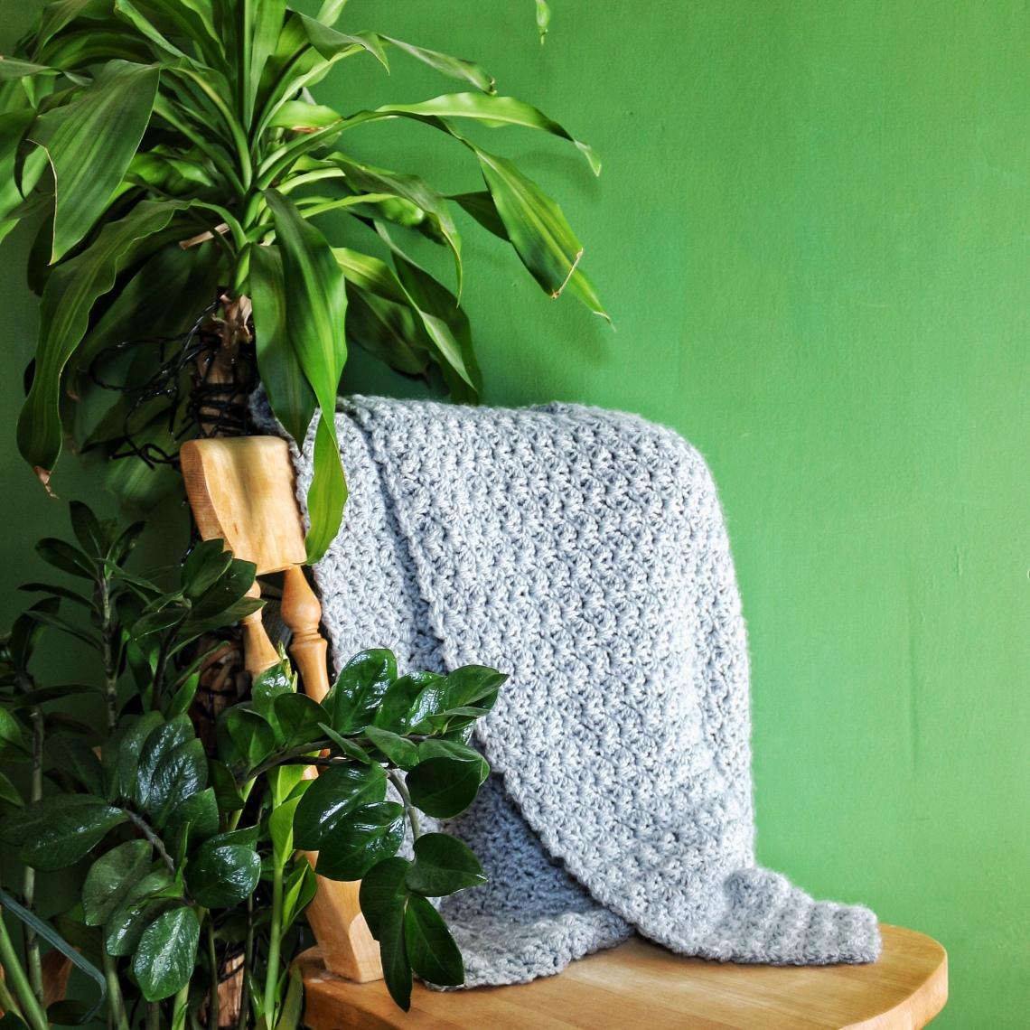 Dove grey crochet throw in half shell stitch | Ink Sugar Spice