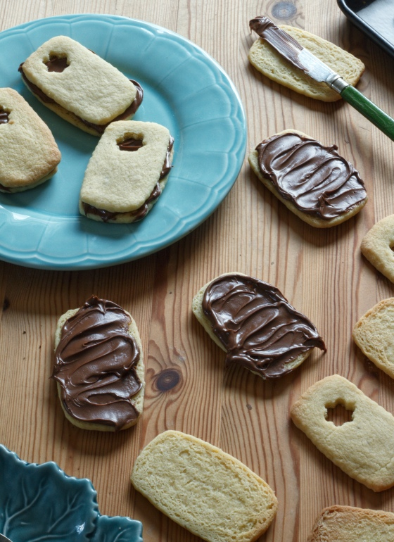 Assembling choc-hazelnut sandwich biscuits - inksugarspice